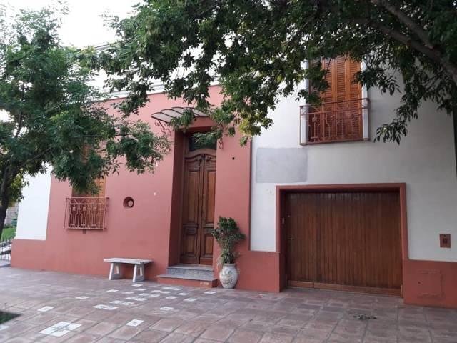 Se Vende Hermosa casa estilo clásico